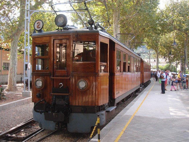 El tren une Palma de Mallorca y Sóller desde 1912.