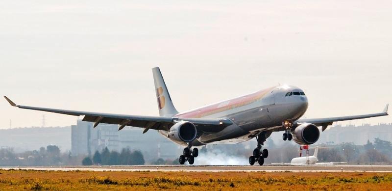 Los convenios colectivos impiden a Iberia operar vuelos low cost