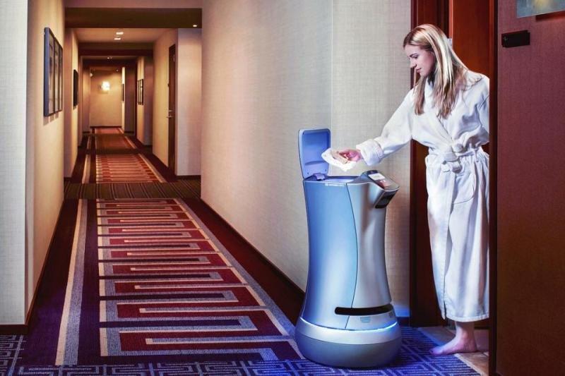 El robot Relay de Savioke ya está siendo utilizado en 12 hoteles en Estados Unidos para llevar pequeños artículos a la habitación del cliente.