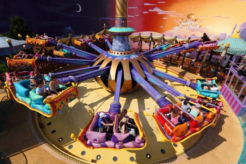 En 2016, Disneyland Paris recibió más de 13 millones de visitas.