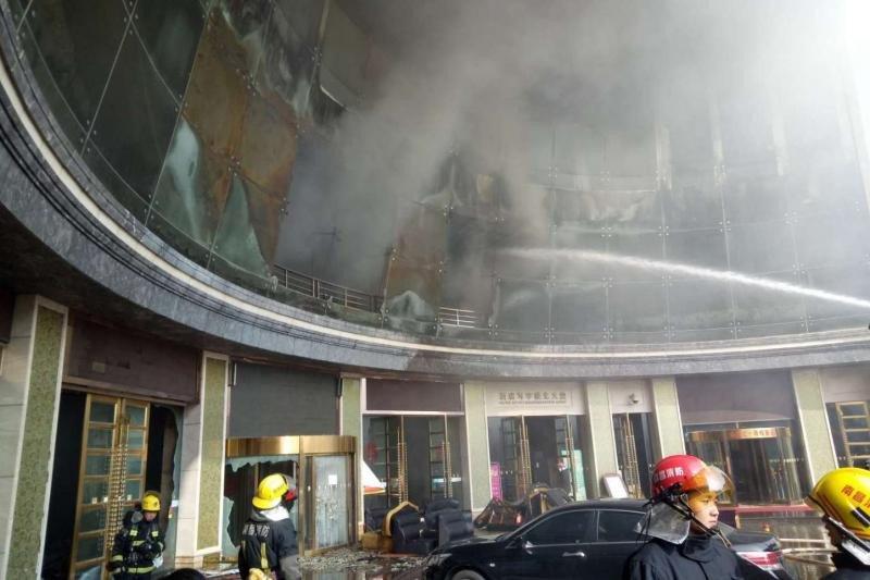 Al menos 10 muertos en el incendio de un hotel del grupo chino HNA