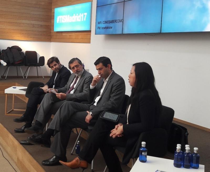 De izq. a dcha, Luis Carvajal, de Egon Zenhder; Jesús Garre, de Avasant; Sergi Mesquida, de Hotelbeds Group; y Suzanna Chiu, de Amadeus IT Group.