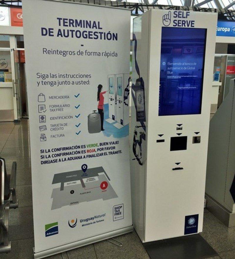 Kiosco de autoservicio en el Aeropuerto de Carrasco para reintegro de impuestos a turistas.