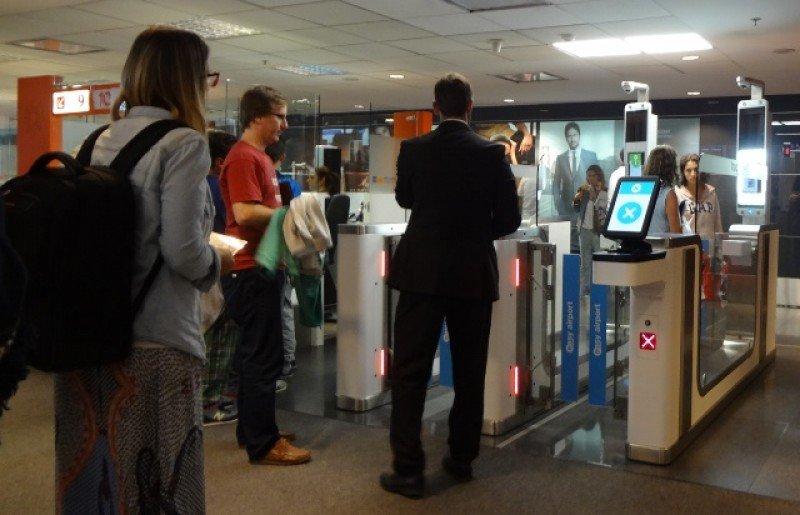 Pasarelas para documentos electrónicos en Aeropuerto de Carrasco.