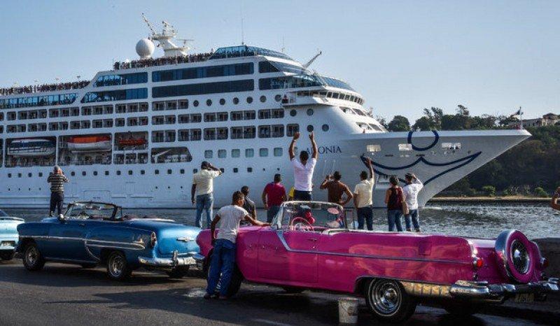 El Adonia fue el primer barco en hacer viajes a Cuba desde Miami.