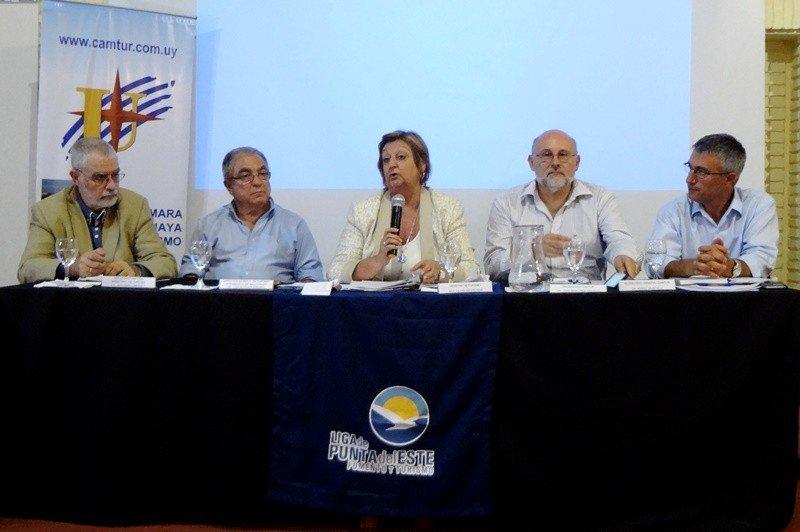 Liliam Kechichian en la reunión de la Cámara Uruguaya de Turismo en Punta del Este.