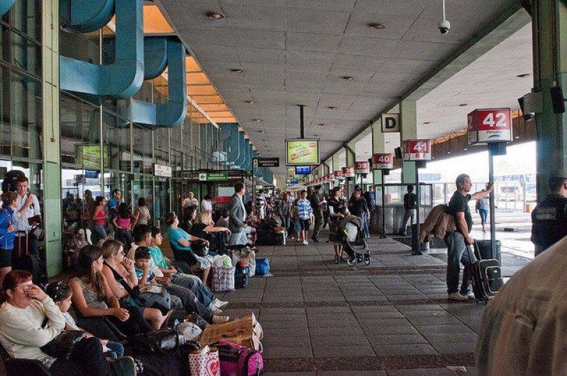 La terminal de Retiro recibe cerca de 50.000 pasajeros diarios.