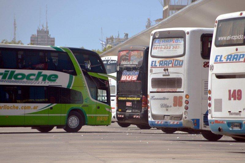Argentina compensa a empresas de ómnibus que compiten con aerolíneas