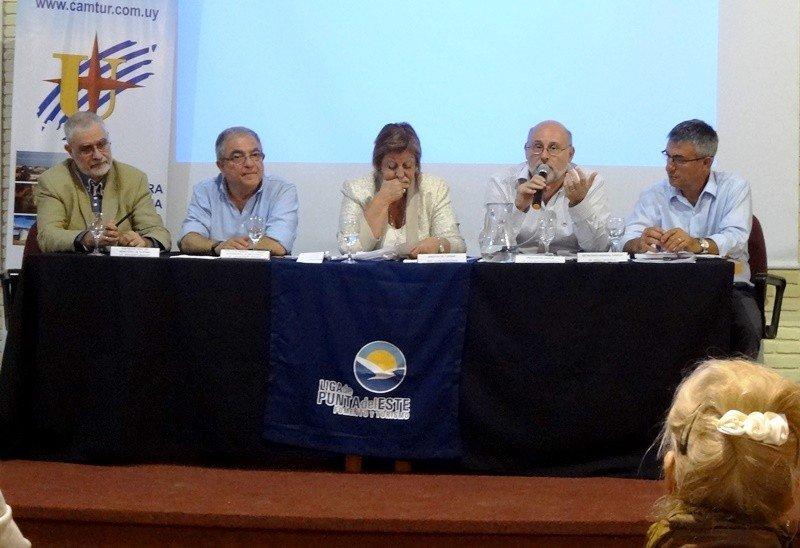 Juan Martínez en la primera reunión anual de la Cámara Uruguaya de Turismo.