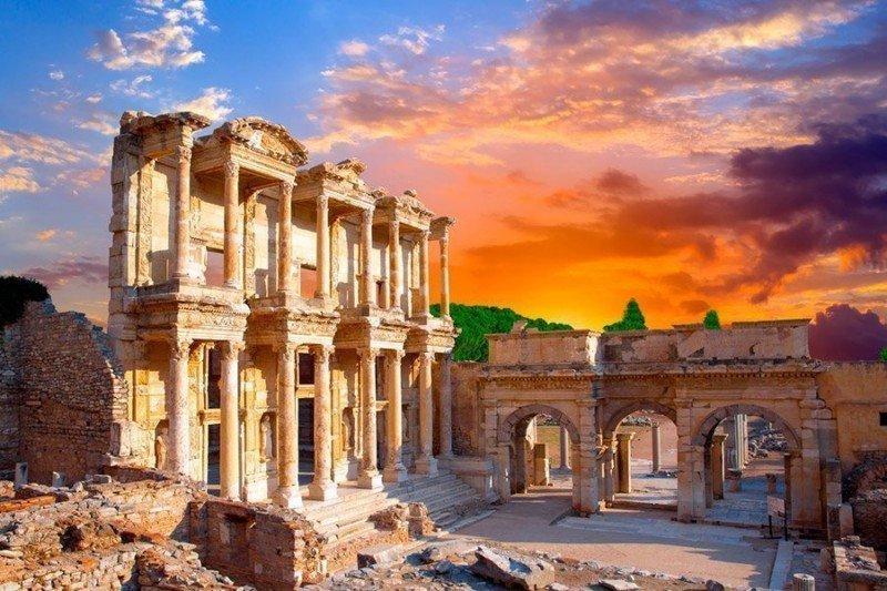 Templo de Celso en Éfeso, destino excluido de los itinerarios de Royal Caribbean este año.