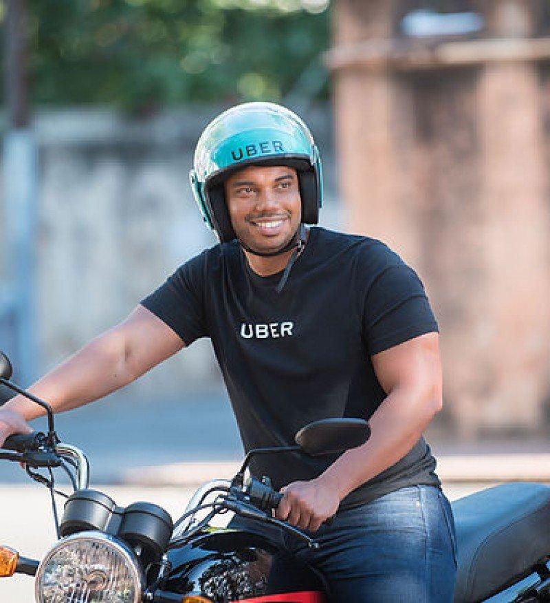 Uber se diversifica en Dominicana: servicio de moto-taxi
