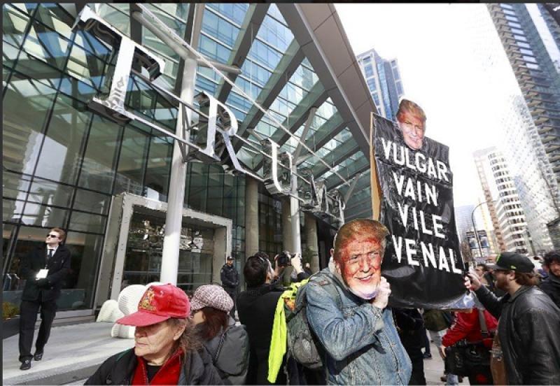 Inauguran entre protestas la Torre Trump de Vancouver