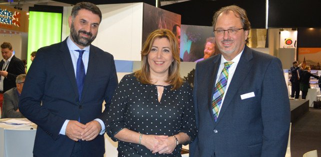 Susana Díaz con el consejero de Turismo y Deporte, Javier Fernández, y el responsable de Gebeco, uno de los principales intermediarios turísticos alemanes, especializado en cultura y naturaleza, con el que la Junta ha cerrado un acuerdo en el marco de la ITB de Berlín.
