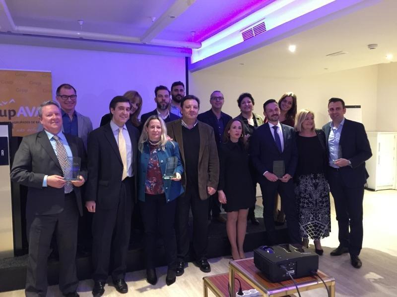 Los premiados junto a la Junta Directiva del Grupo AVA.