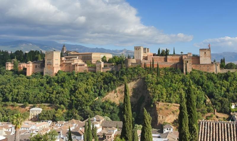 La Alhambra se acerca a su aforo máximo con 2,6 M de visitantes