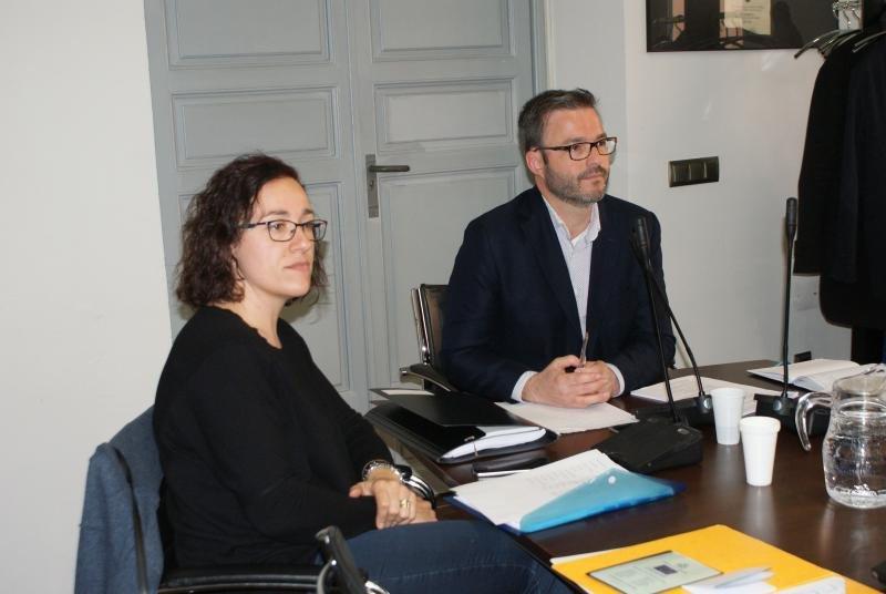 Hila junto a la regidora de Turismo de Palma, Joana María Adrover.