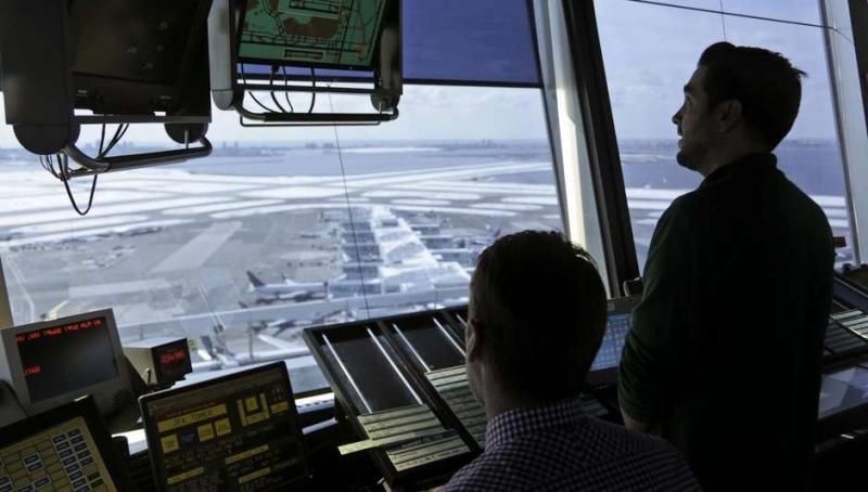 Controladores de la torre de ocntrol del Aeropuerto JFK de NUeva York (Foto: AP Foto/Seth Wenig / AP en español).