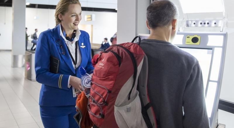 """Ámsterdam-Schiphol y KLM prueban el """"embarque biométrico"""" (Foto: KLM)."""