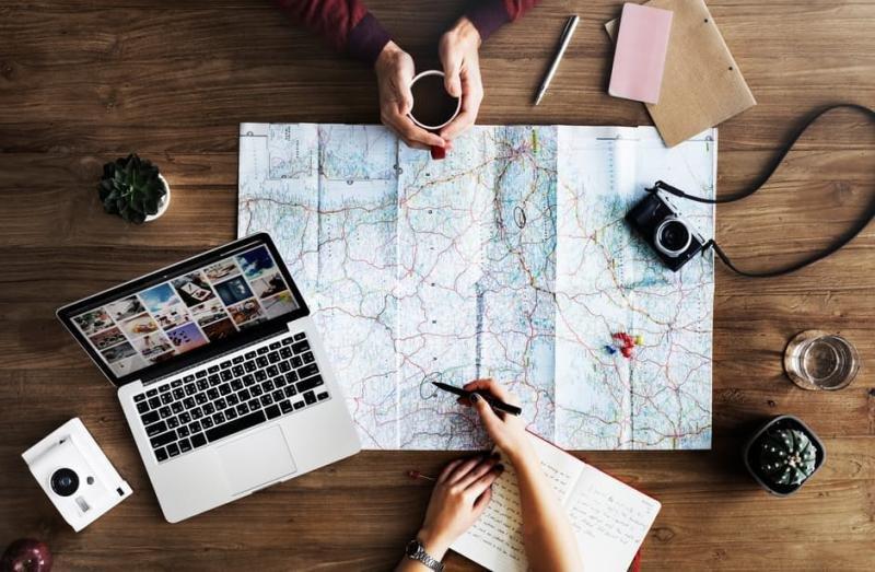 El turista está cambiando su forma de viajar aprovechando las ventajas que le ofrecen las nuevas tecnologías para planificar sus vacaciones.