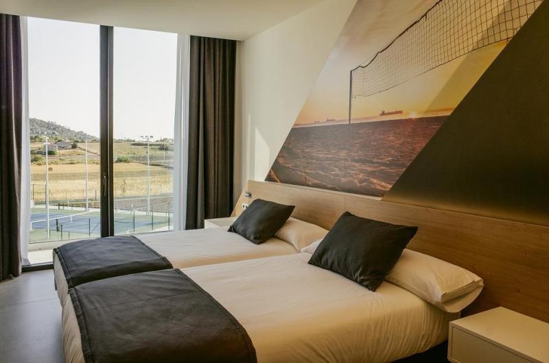 Una de sus 67 habitaciones, todas ellas provistas de camas especialmente diseñadas para favorecer el descanso de los deportistas.