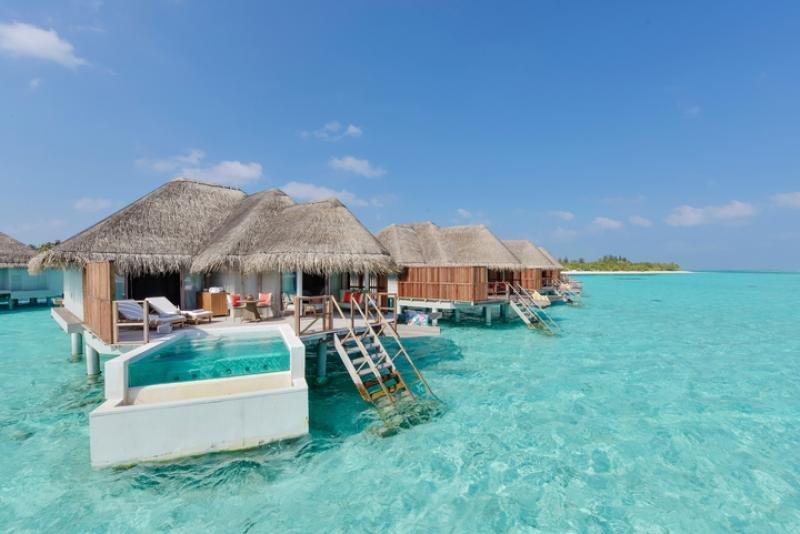 Las villas sobre el agua tienen terraza privada con acceso directo a la laguna.