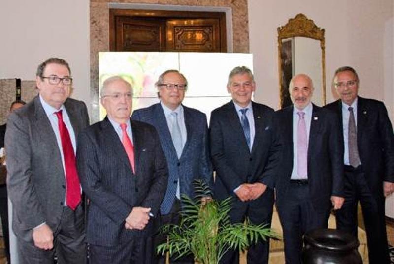 También asistieron a la presentación los presidentes de CEHAT y del Instituto para la Calidad Turística Española, Joan Molas y Miguel Mirones, respectivamente ,entre otros.