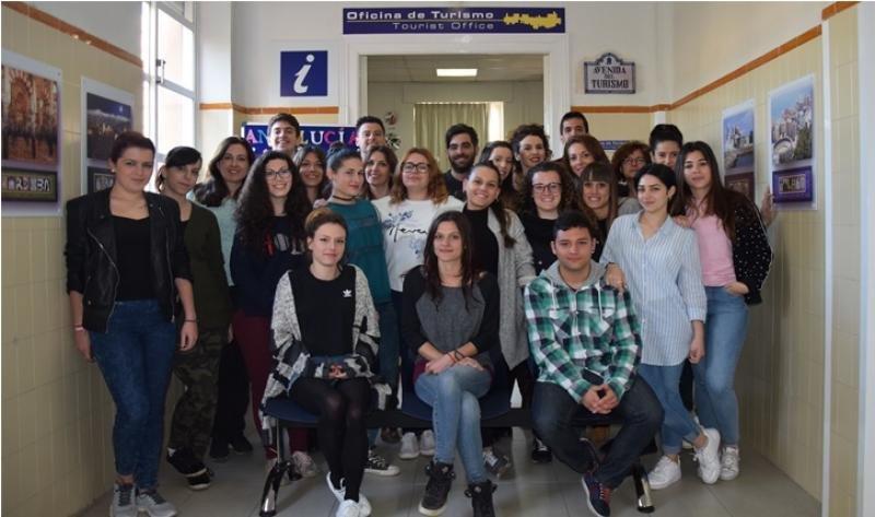 Futuros profesionales del sector turístico que estudian en el IES Virgen de las Nieves de Granada.