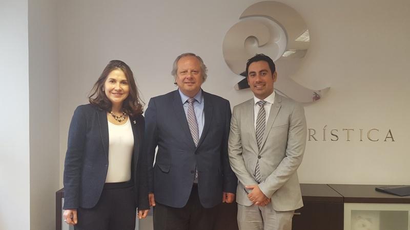 Marcela Astudillo, Directora de Procolombia; Miguel Mirones, presidente del ICTE; y Julián Franco, Secretario de Turismo de la Gobernación Valle del Cauca.