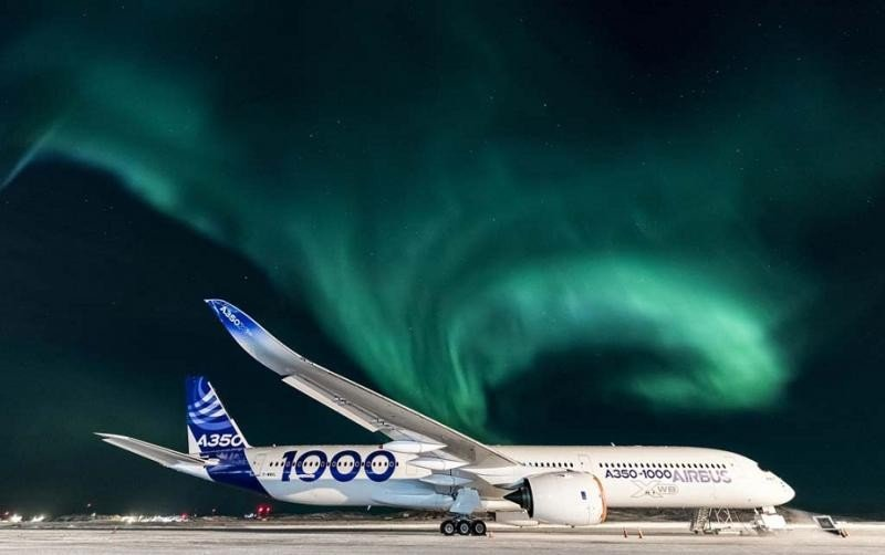El Airbus A350-1000 bajo la aurora boreal y a -34ºC en Canadá