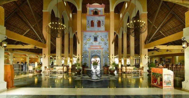 Grand Palladium Riviera Resort y Spa de la Riviera Maya será transformado en The Royal Suites Yucatán.