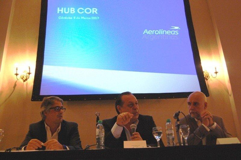 Diego García, Gustavo Santos yJulio Bañuelos en la presentación del hub Córdoba.