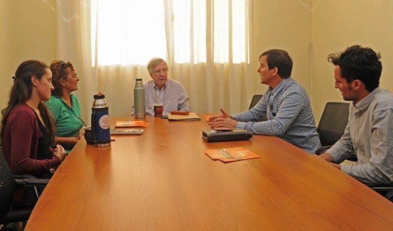 El ministro Danilo Astori se reunió este fin de semana con asociaciones civiles en Canelones. Foto: Presidencia.