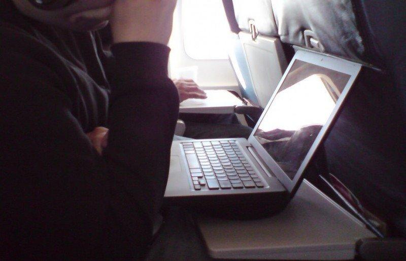 Más restricciones a viajes a EEUU: pasajeros deberán despachar sus computadoras