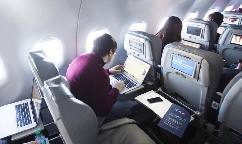 Reino Unido sigue a EEUU: prohibe laptops y tablets en vuelos de Oriente Medio
