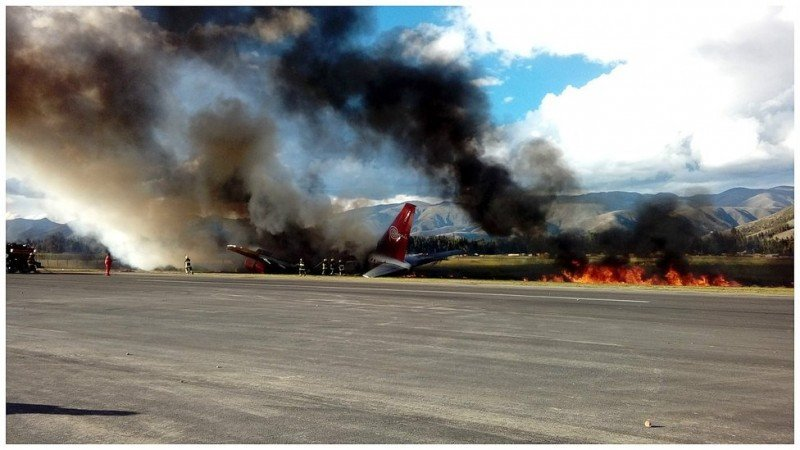 Investigan el siniestro del Boeing 737 de Peruvian Airlines. Foto: Diario Correo.