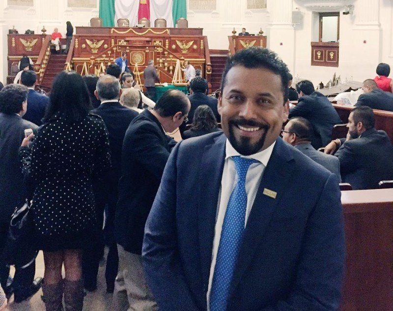 Fidel Ovando, presidente de AMAV DF, acaba de ser distinguido como Embajador Turístico de la Ciudad de México.