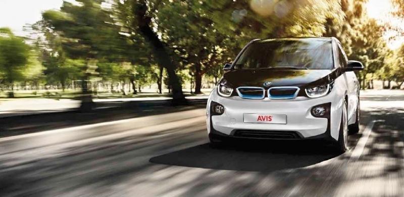 Avis España incorpora el coche eléctrico a su flota premium con el BMW i3