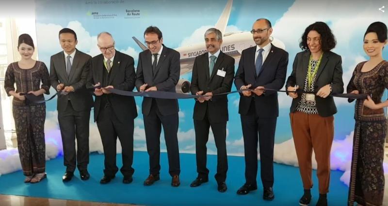 El aeropuerto de Barcelona celebró este lunes la llegada del A350 de Singapore Airlines.