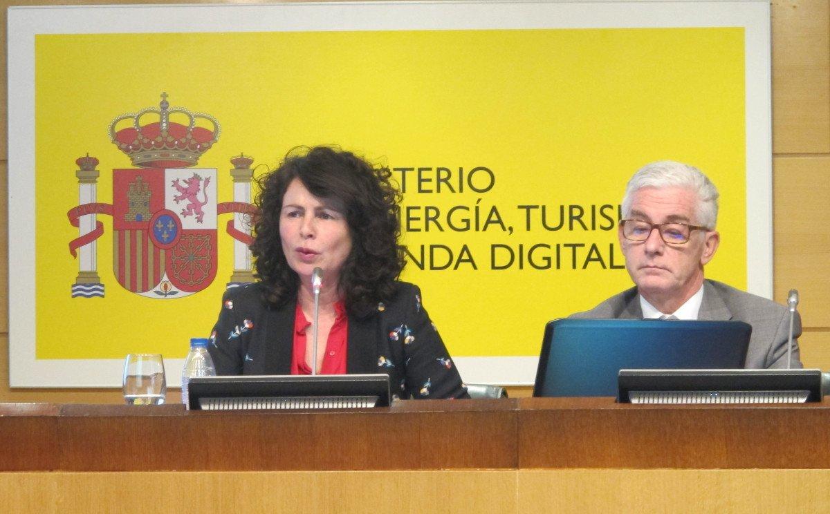 Matilde Asián y Manuel Butler, durante la rueda de prensa celebrada ayer en el Ministerio de Energía, Turismo y Agenda Digital.