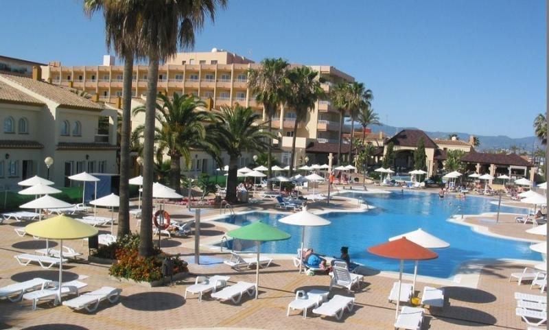 Unos 800 estudiantes provocan destrozos en un hotel de Torremolinos