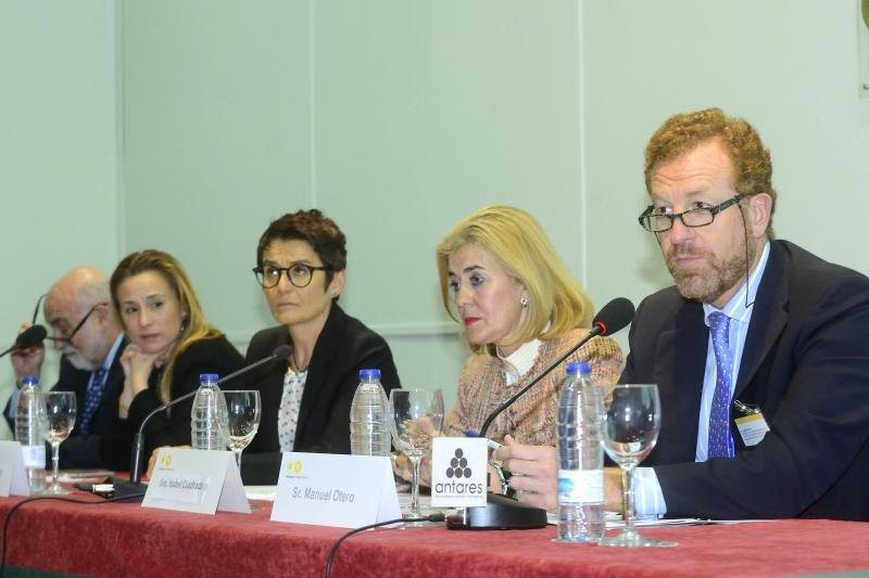 Manuel Otero (primero por la derecha) defendió la necesidad de que todo el alojamiento esté comprometido.