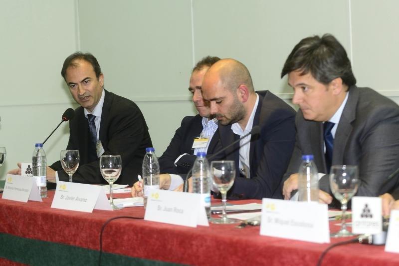 Oriol Maresch (primero por la izquierda) sólo considera competencia a la oferta legal.