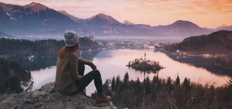 Booking.com, según su CEO, Gillian Tans, quiere ayudar a estas 10 startups  a 'acelerar sus planes de crecimiento para llevar su visión del turismo sostenible a más destinos en todo el mundo'.