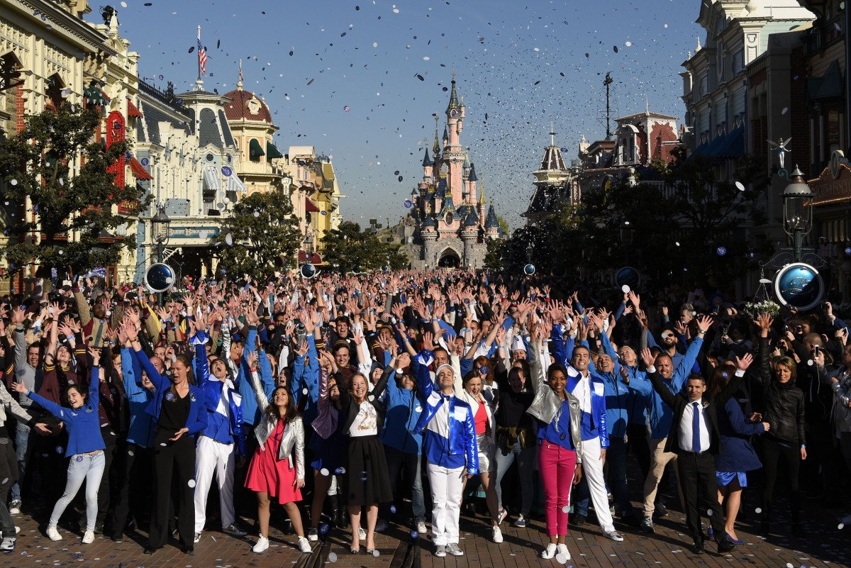 Los empleados del parque se han unido a la celebración.