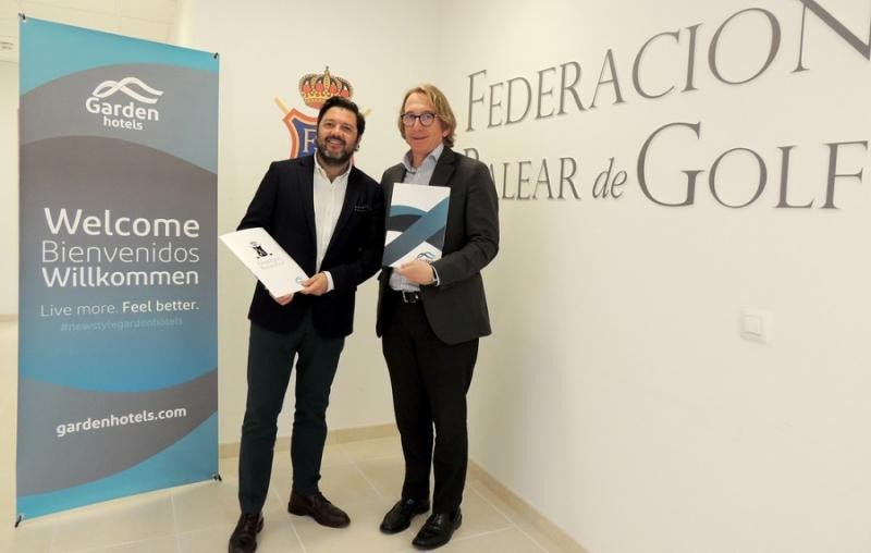 El subdirector general de Garden Hotels, Joaquín Caldentey, y el presidente de Federación Balear de Golf, Bernardino Jaume Mulet