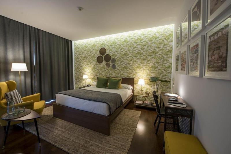 El verde y el amarillo son protagonistas del nuevo diseño, rejuveneciendo su imagen y haciendo que la estancia sea más amplia y luminosa.