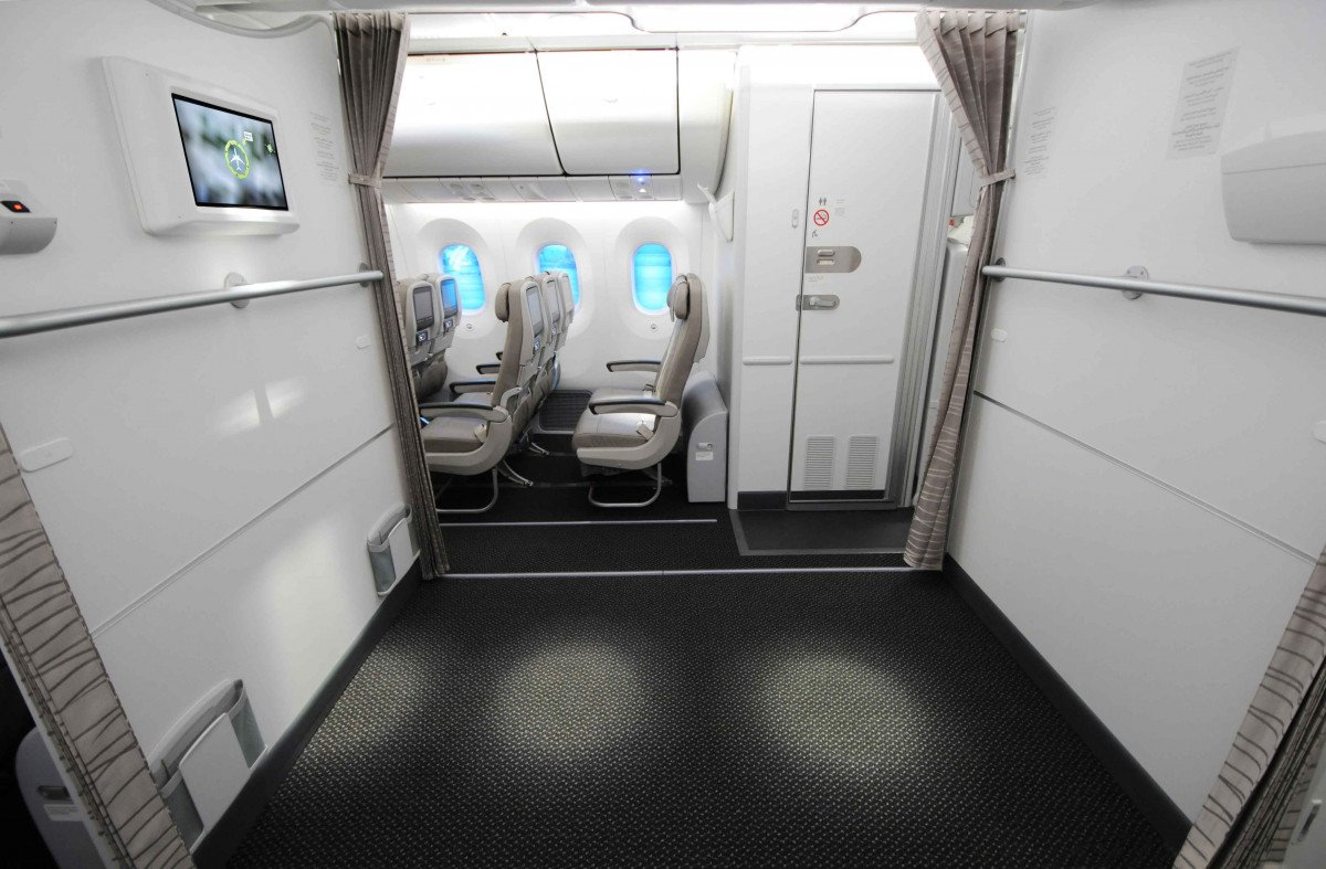El nuevo avión dispone incluso de una zona de rezo.