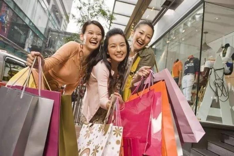 El gasto en compras es el único no estándar de los que realizamos en los viajes y el que mayor riqueza y empleo genera para el destino.