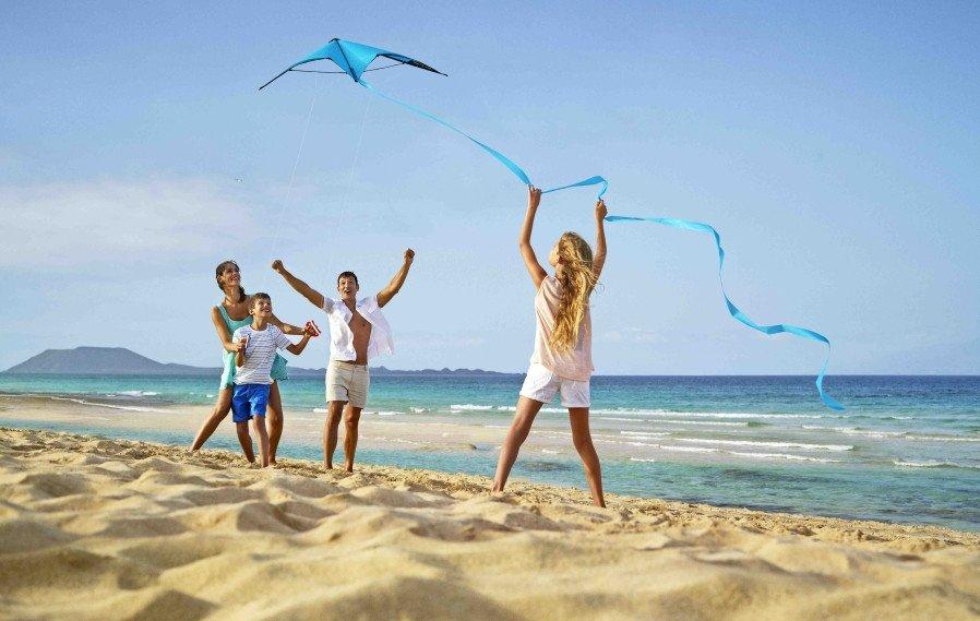 La familias valoran el clima, la tranquilidad y las playas de Canarias.