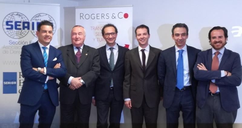 Jesús Gatell (segundo por la izquierda) junto a los responsables de SEAIDA y Rogers